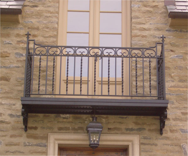 Red pepper forge maryland and delaware custom ironwork for Balcony balcony